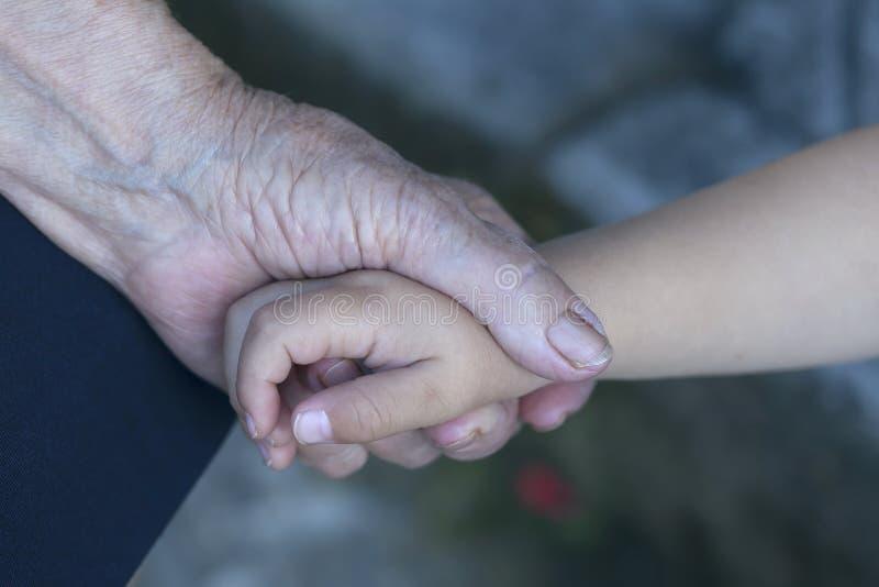 Babcia trzyma jej wnuka fotografia royalty free