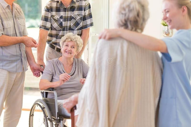Babcia w wózku inwalidzkim fotografia royalty free