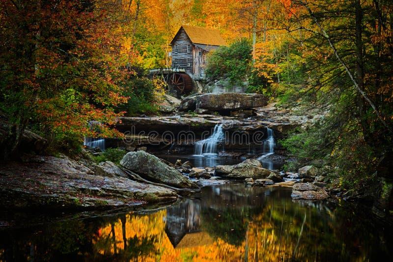 Babcock Mühle auf einem perfekten Herbstmorgen lizenzfreies stockbild