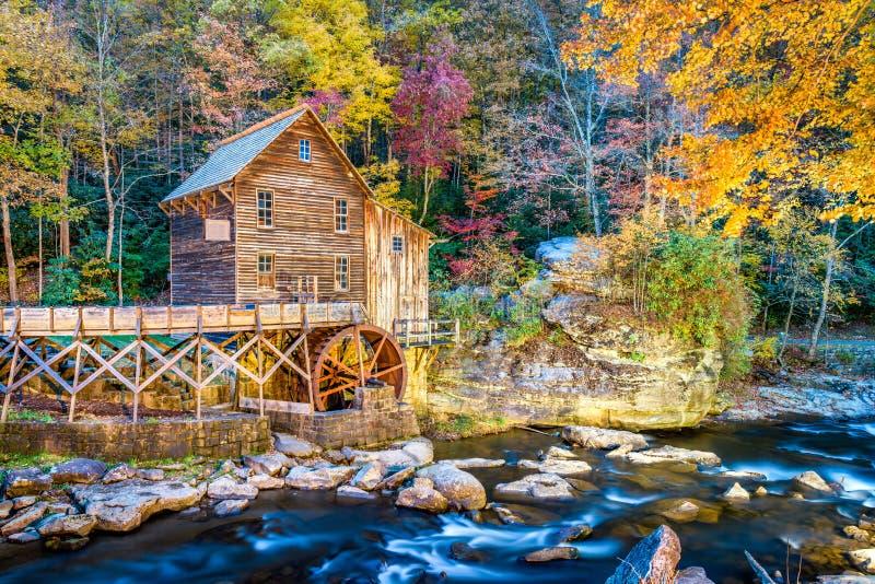 Babcock Nationalpark, West Virginia, USA an der Lichtungs-Nebenfluss-Mahlgut-Mühle lizenzfreies stockfoto