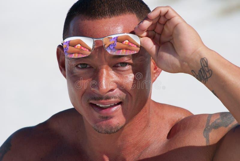 babe ανυψωτικά γυαλιά ηλίου & στοκ φωτογραφία με δικαίωμα ελεύθερης χρήσης