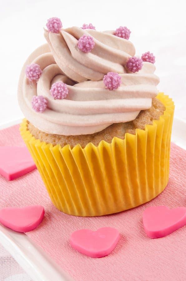 Babeczka z różową masło śmietanką zdjęcie royalty free
