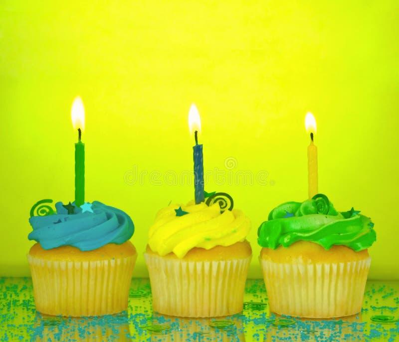 babeczki urodzinowa. obraz royalty free
