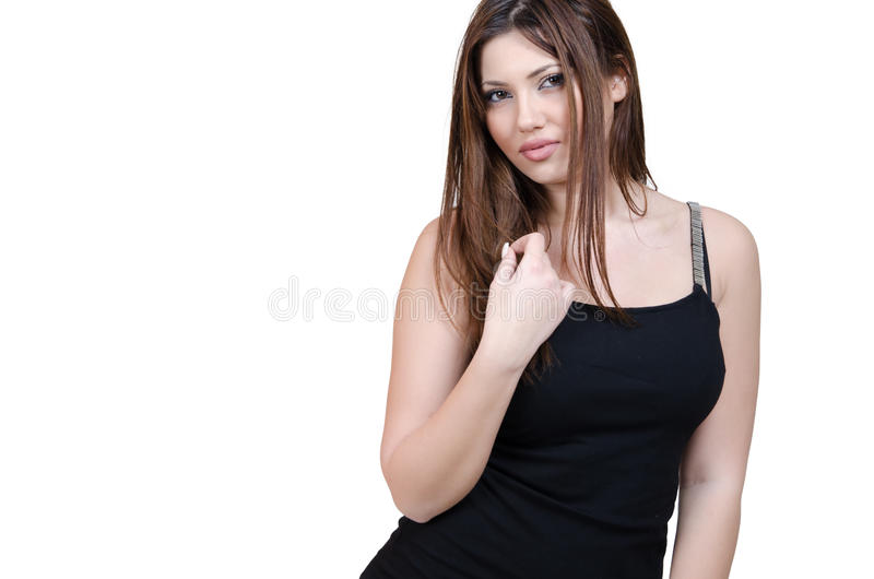 Babeface kvinnligt posera i den iklädda svarta klänningen för studio royaltyfria bilder
