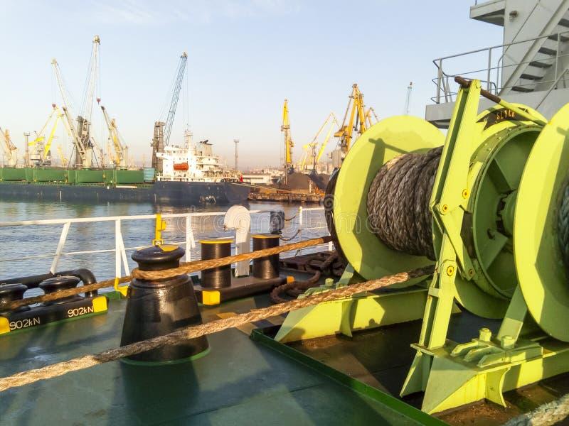 Babina με ένα σχοινί πρόσδεσης θάλασσας Πρόσδεση στο σκάφος στοκ φωτογραφία με δικαίωμα ελεύθερης χρήσης