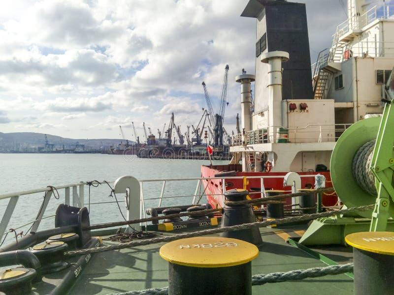 Babina με ένα σχοινί πρόσδεσης θάλασσας Πρόσδεση στο σκάφος στοκ φωτογραφίες με δικαίωμα ελεύθερης χρήσης