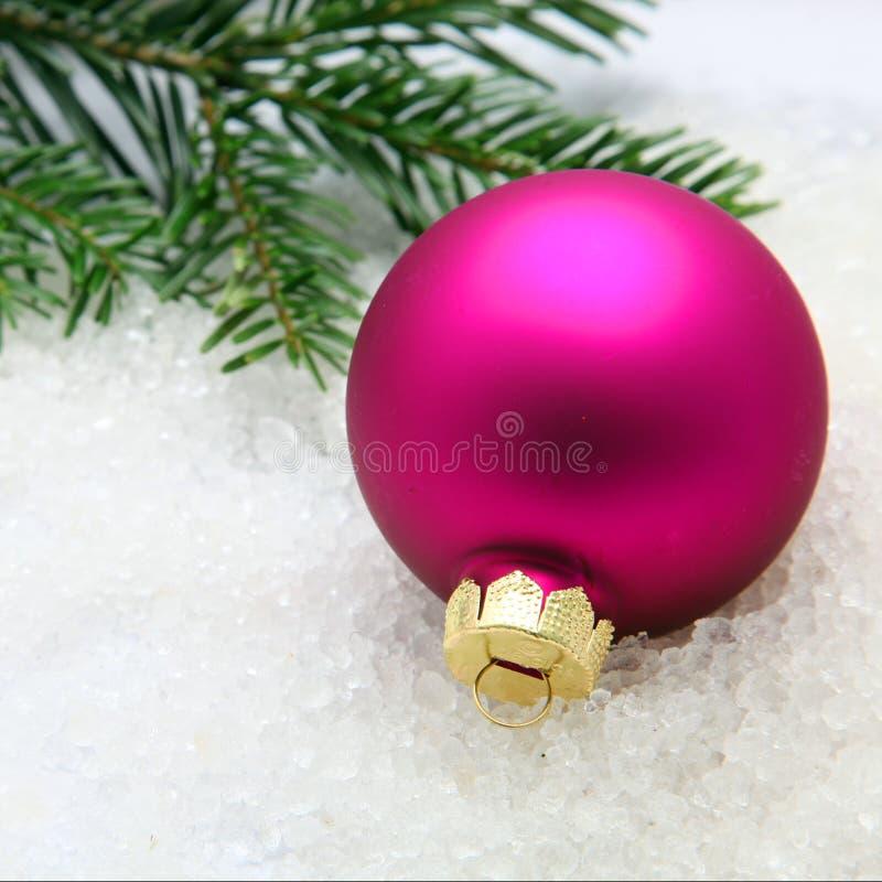 Babiole de Noël colorée par fuchsia photographie stock