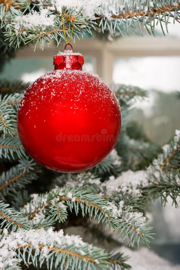 Babiole rouge lumineuse de Noël   photos stock