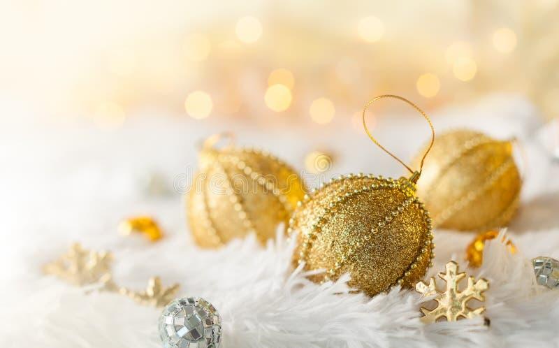 babioles de Noël d'or images stock