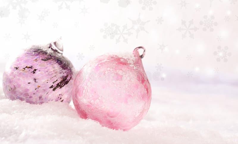 Babioles en verre roses de Noël photos libres de droits