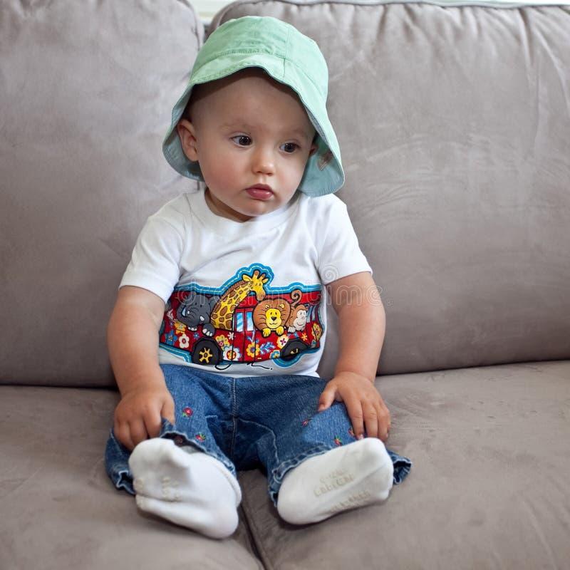 Baby Von Sofa Gefallen