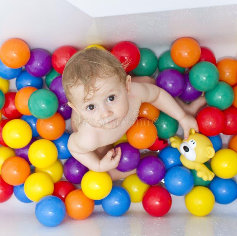 Baby in ballen royalty-vrije stock afbeelding