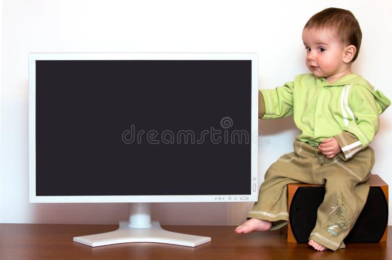 Baby bij de computer stock afbeeldingen