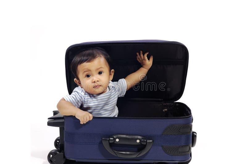 Baby in de Koffer stock afbeelding