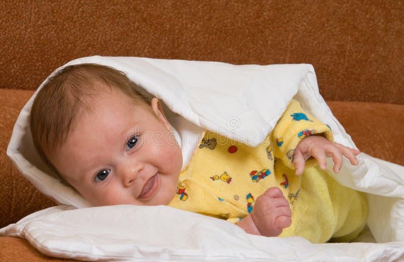 Baby in deken stock fotografie