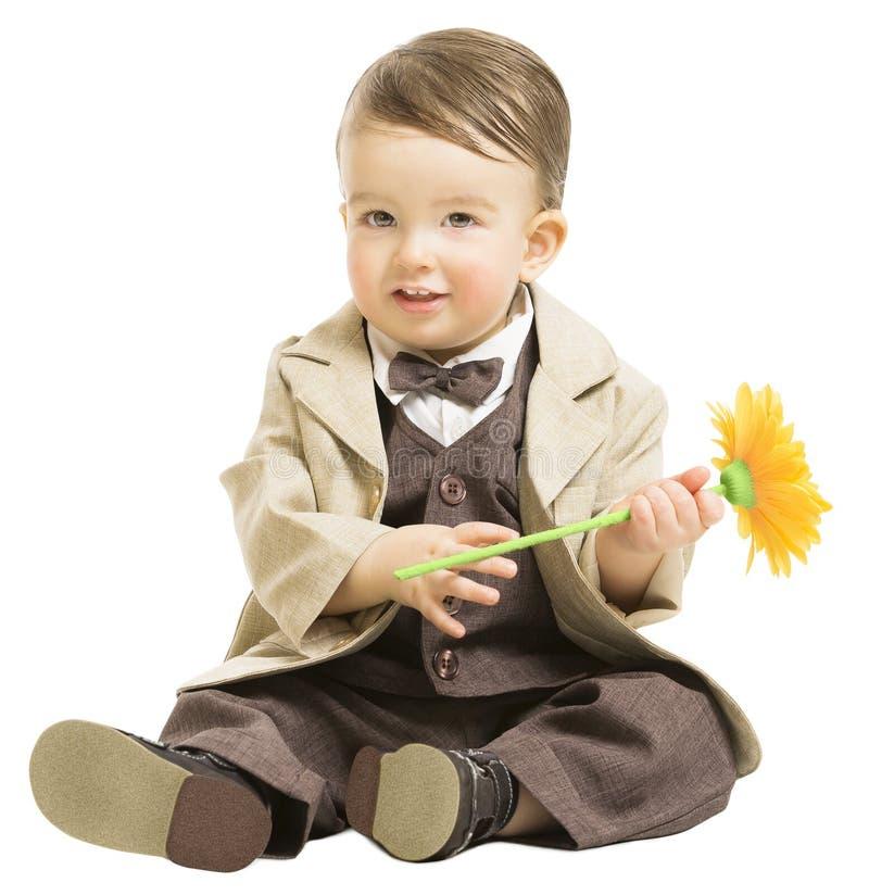 Baby in der eleganten Mode-Klage mit Blume, Kind über Weiß stockbild