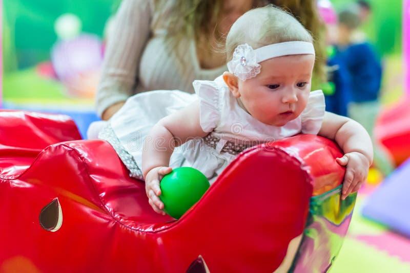 Baby in der Kindertagesstätte lizenzfreies stockfoto