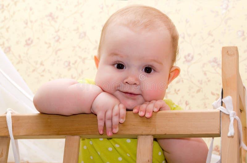 Baby in der Krippe lizenzfreies stockfoto