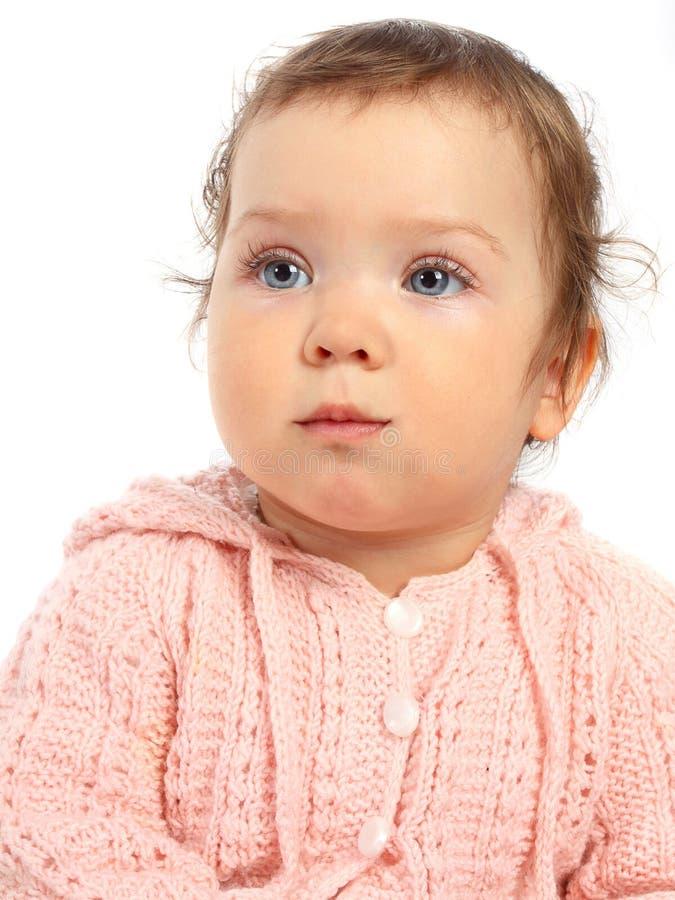 Baby in der rosafarbenen woolen Strickjacke lizenzfreie stockfotografie