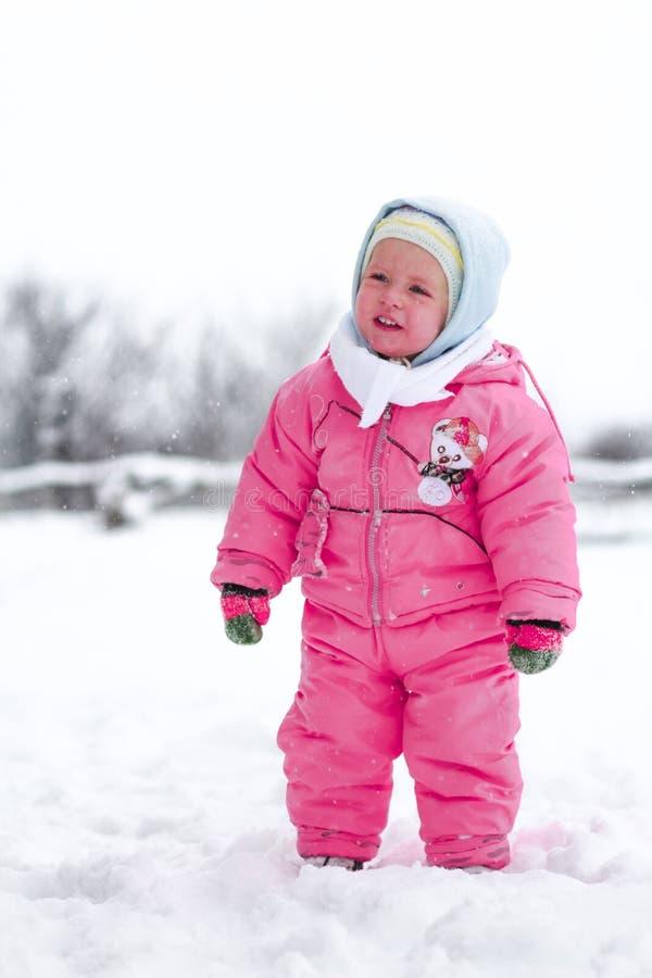 Baby in der Winterzeit stockfotografie