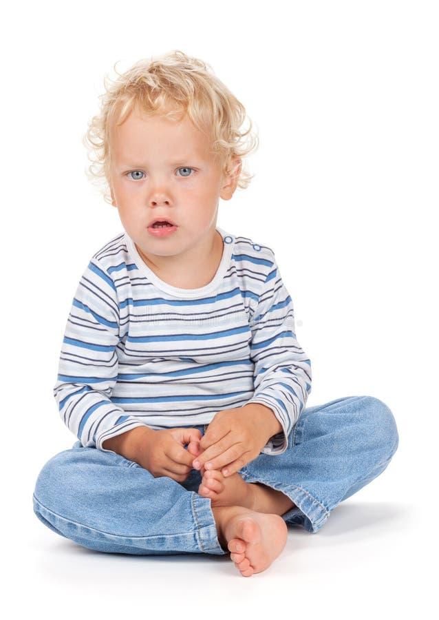 Baby des weißen gelockten Haares und der blauen Augen stockbilder
