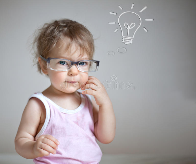 Baby die een idee heeft royalty-vrije stock afbeeldingen