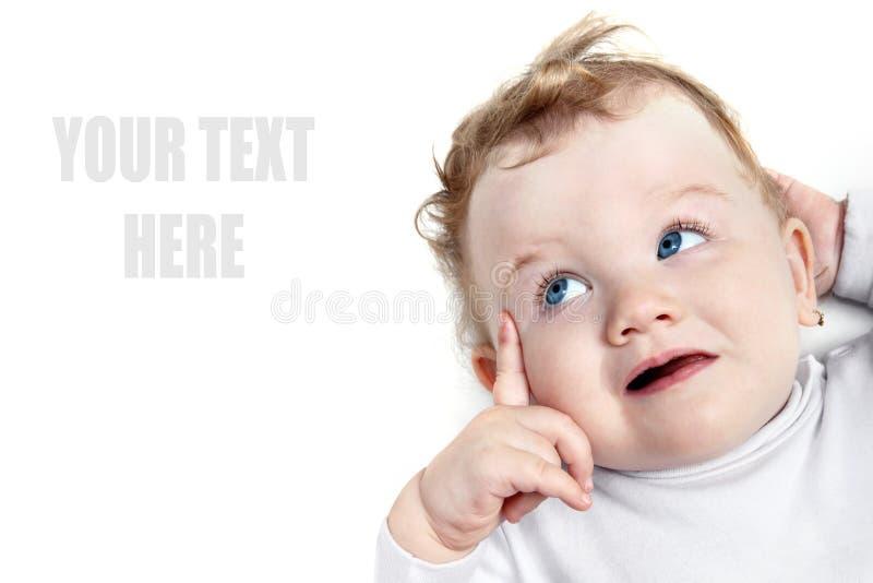 Baby die met mooie blauwe ogen linker kijkt royalty-vrije stock fotografie