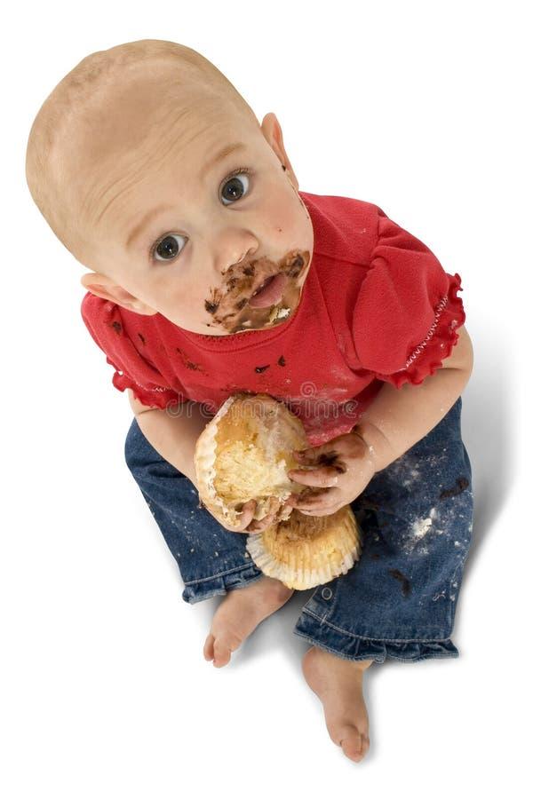 Baby die Muffins eet stock foto