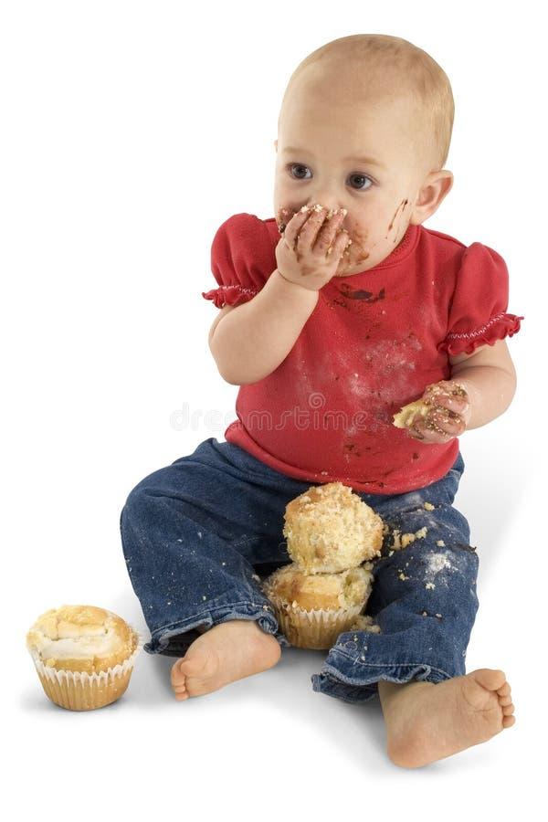 Baby die Muffins eet royalty-vrije stock afbeelding