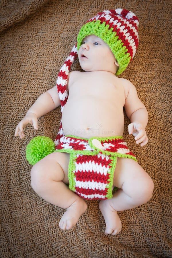 Baby die Vakantiebreigoed dragen stock afbeeldingen