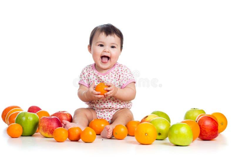 Baby die vruchten eten royalty-vrije stock foto
