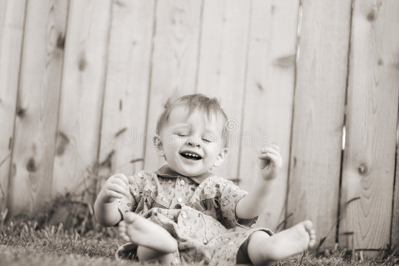 Baby draußen stockfoto