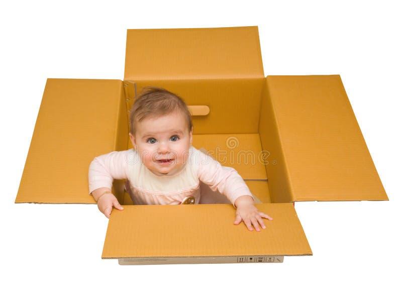 Baby in een doos royalty-vrije stock afbeeldingen