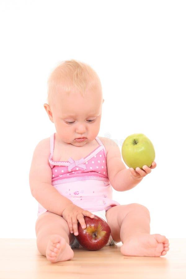 Baby en appel stock foto