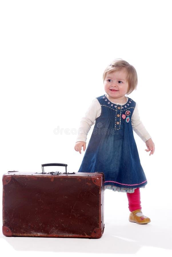 Baby en koffer stock fotografie