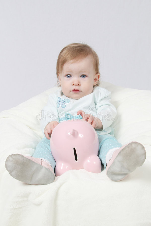 Baby en spaarvarken stock foto's