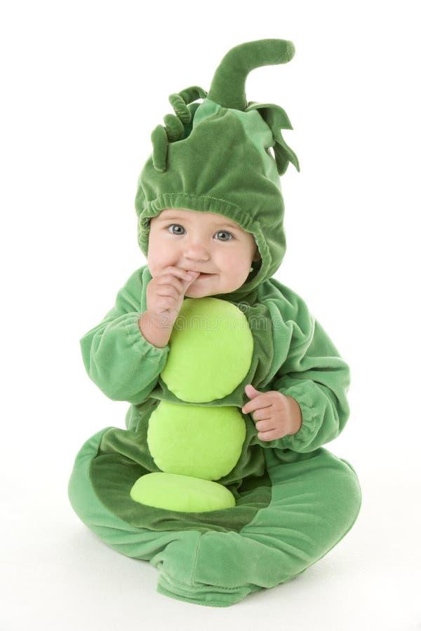 Baby in erwten in peulkostuum royalty-vrije stock afbeelding