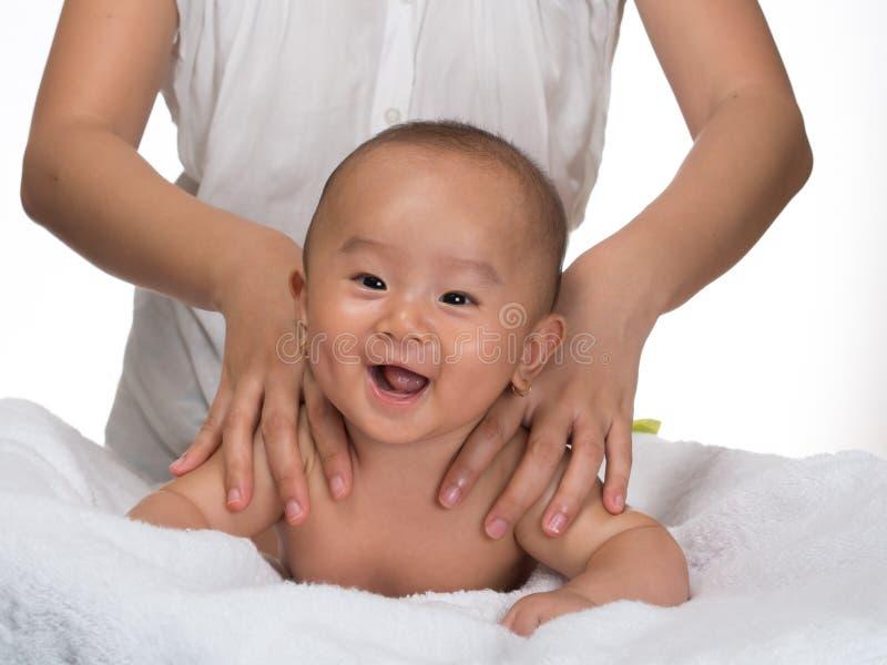 Behandla som ett barn massage 2 arkivbild