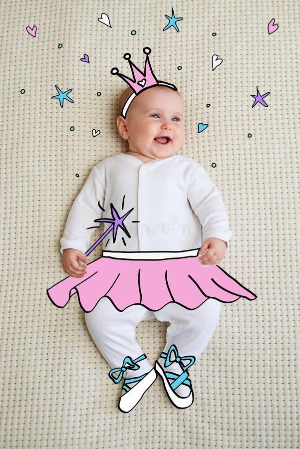 Baby gekleidet als Prinzessin lizenzfreies stockfoto