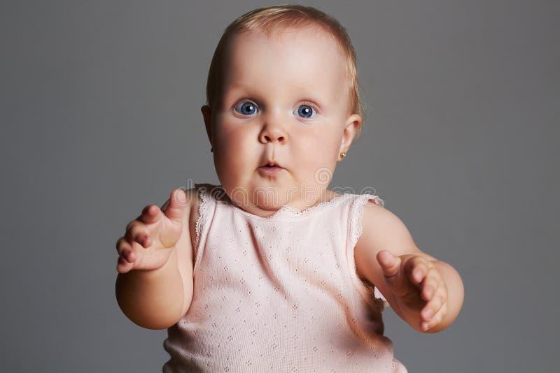 Baby girl weinig grappig kind royalty-vrije stock fotografie