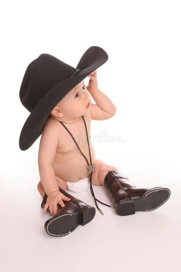Baby in hoed en juiste laarzen stock afbeelding