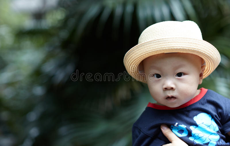 Baby im Arm stockfoto