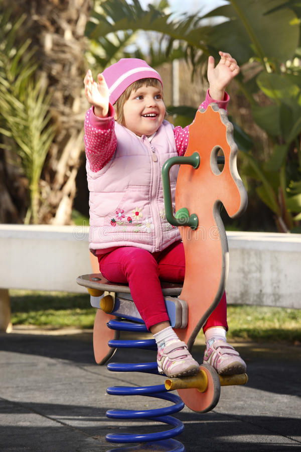 Baby im Spielplatz lizenzfreies stockbild