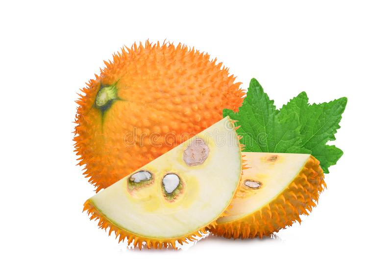 Baby jackfruit, gac fruit met groen blad op wit royalty-vrije stock afbeeldingen
