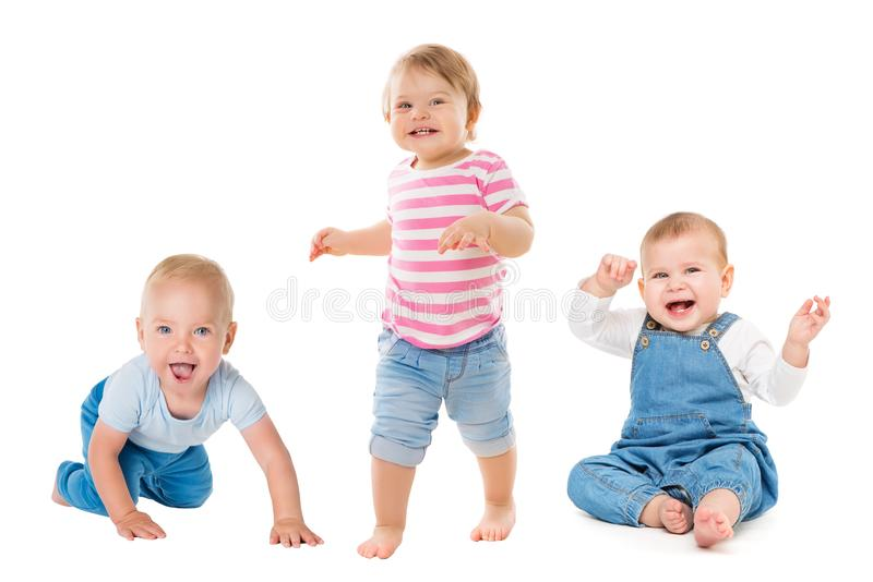 Baby-Jungen-Mädchen, kriechende sitzende stehende Säuglingskinder, wachsende Kleinkind-Kindergruppe lokalisiert auf Weiß stockbild