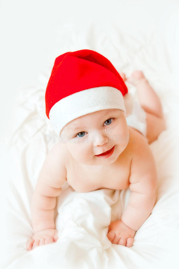 Baby in Kerstmishoed stock foto's