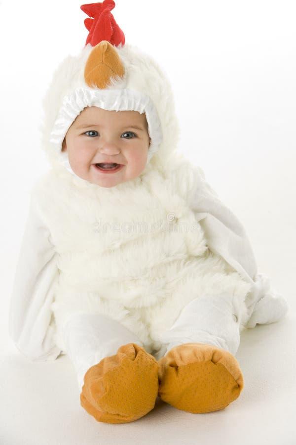 Baby in kippenkostuum royalty-vrije stock afbeelding