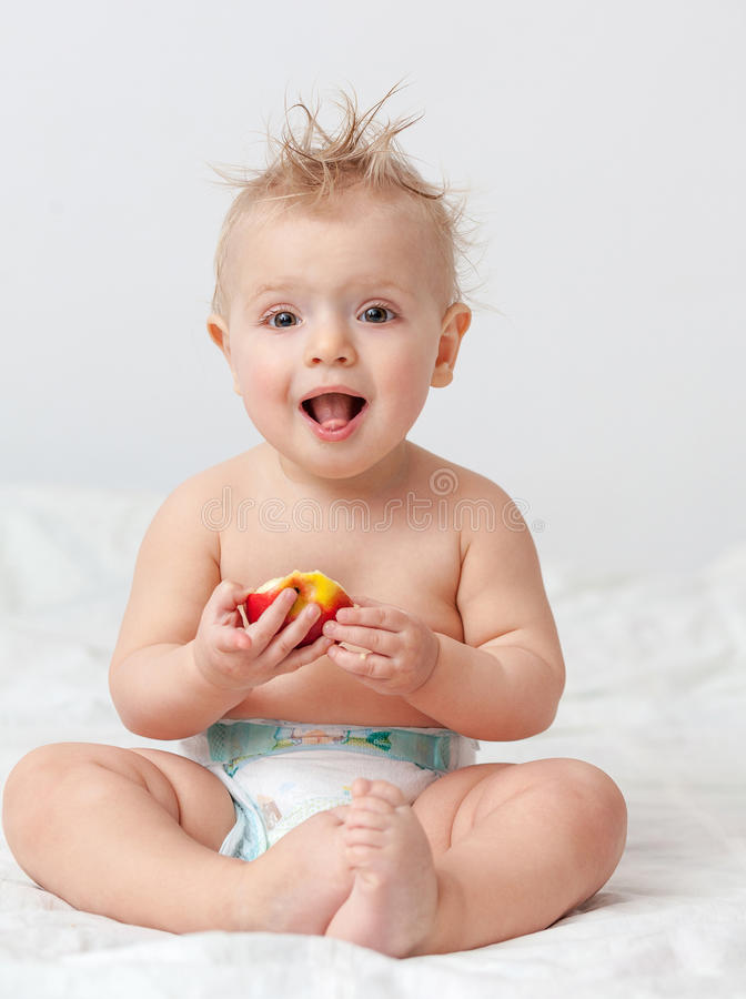 Baby met appel stock afbeelding