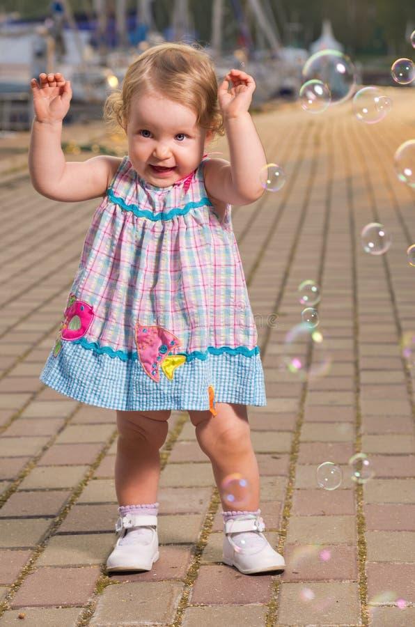 Baby met bellen royalty-vrije stock foto