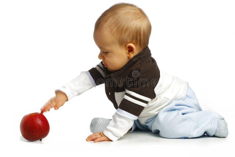 Baby met een appel stock foto's